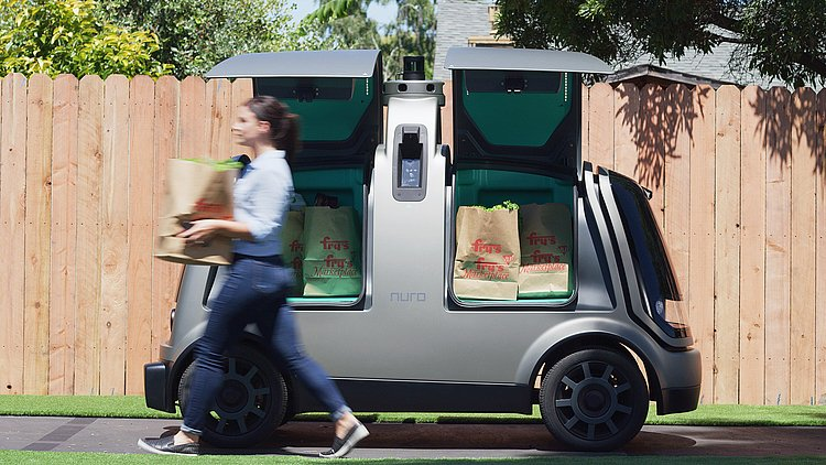 DRIVERLESS DELIVERY WHEN A ROBOT BRINGS YOUR PIZZA - 3