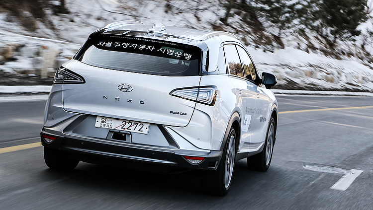 HYUNDAI NEXO A DRIVERLESS CAR WITH ITS OWN POWER STATION - 4